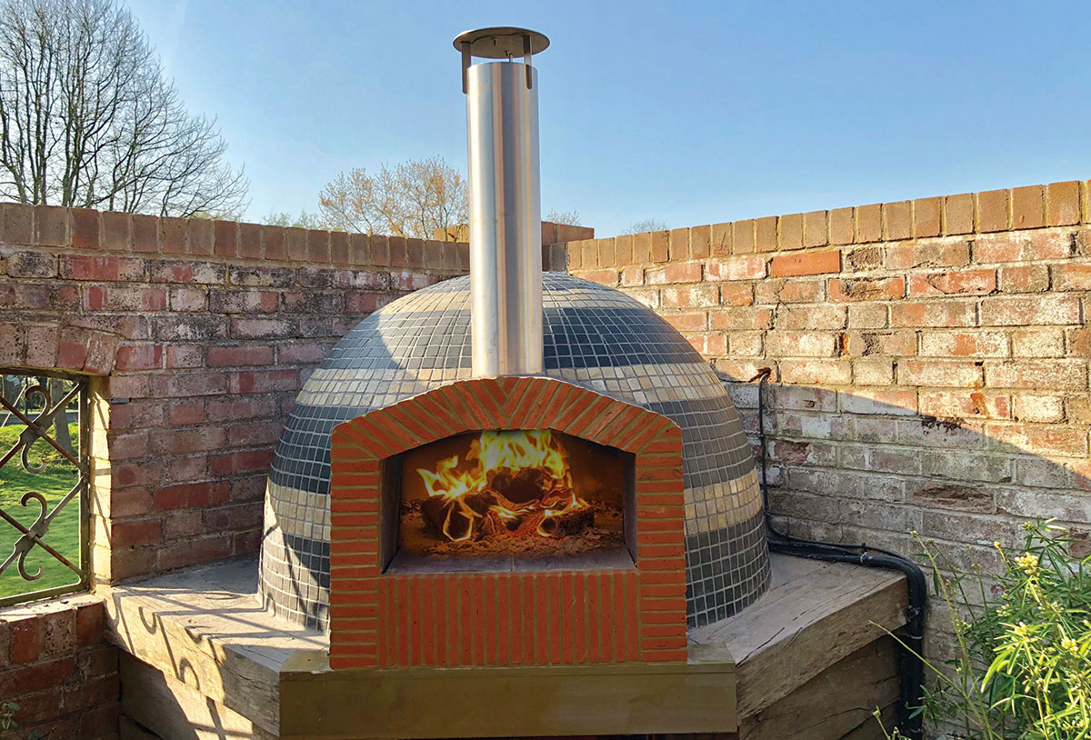 The sheffiled Pro Woodfired Oven